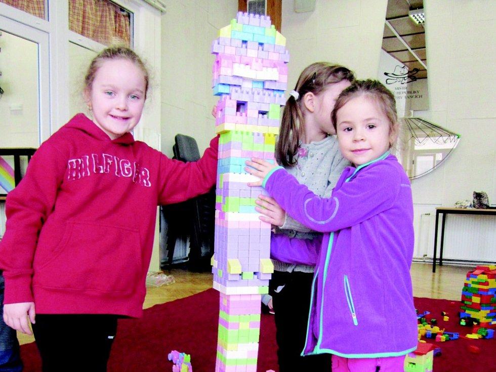 Stavění věže v klubu DDM Rakovník