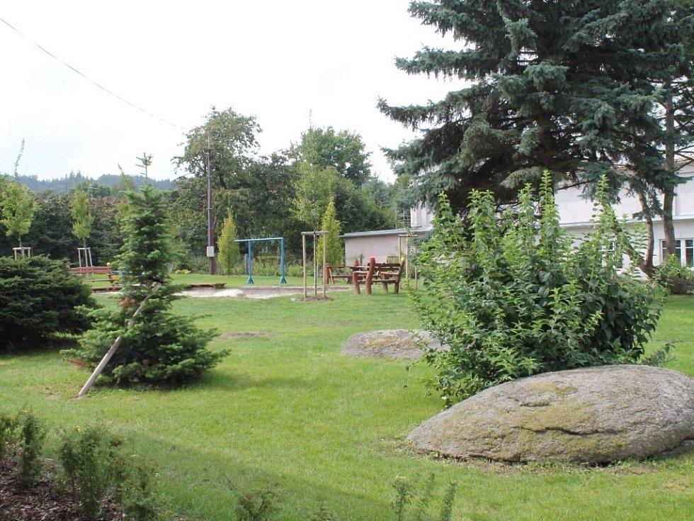 Slavnostní otevření opravené školky a zahrady v Oráčově