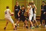 Basketbalové derby týmů TJTZ Rakovník: áčko v bílém vysoko béčko přehrálo