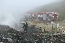 Dnešní požár skládky u Lán