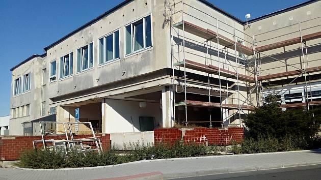Novostrašecké kulturní centrum prochází rekonstrukcí.