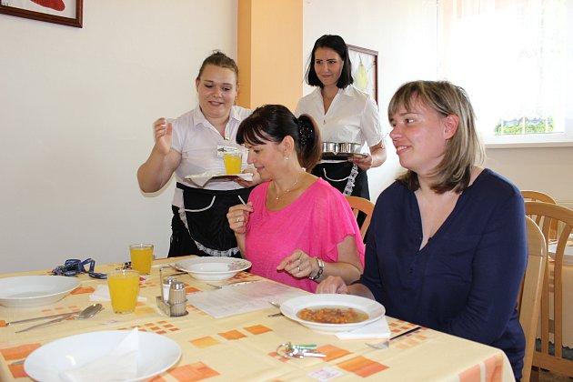 Studenti střední integrované školy v Rakovníku skládali praktické závěrečné zkoušky v oboru kuchař- číšník.
