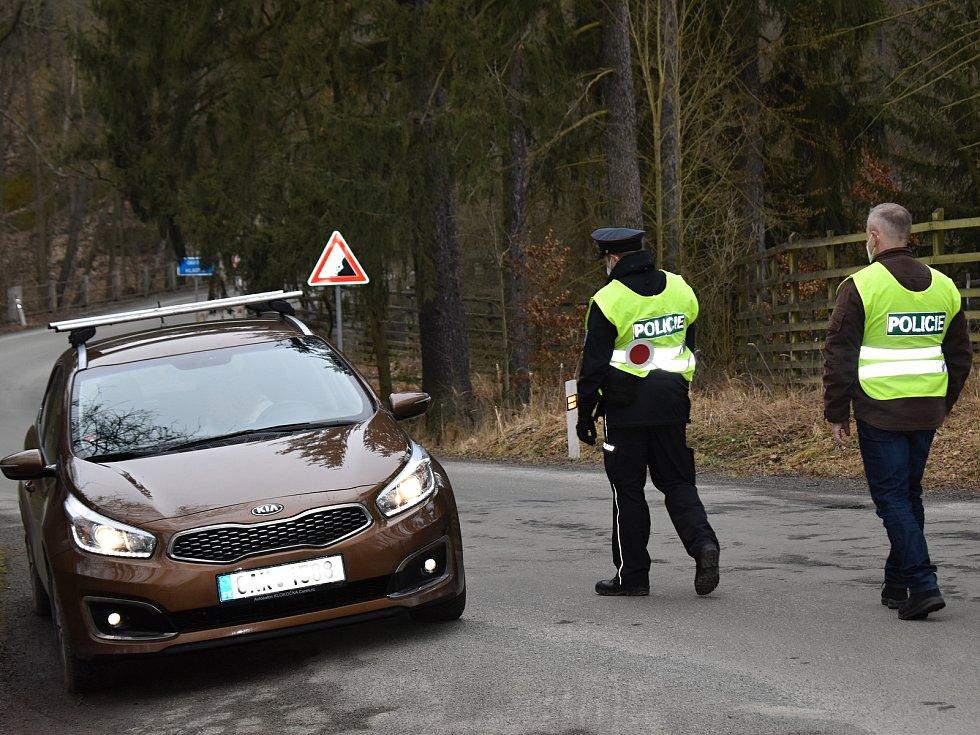 Policejní kontroly na Rakovnicku na hranicích okresů.