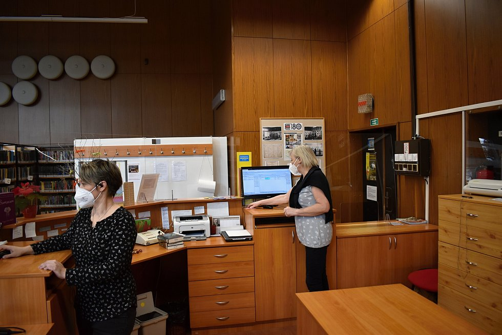 Půjčovny Městské knihovny Rakovník po dlouhé době otevřely své brány. Do oddělení pro dospělé zavítalo první den po znovuotevření zhruba sto čtenářů.
