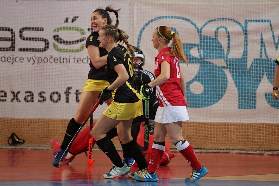Pozemní hokejistky Rakovníka si zahrály finále. V něm podlehly Slavii Praha a braly stříbro.
