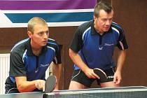 Rakovnický debl Martin Kettner (vlevo) a Jan Přibík vyhrál oba dva víkendové divizní zápasy a položil základ ke dvěma výhrám, které znamenají posun KST Rakovník už na čtvrtou divizní příčku.