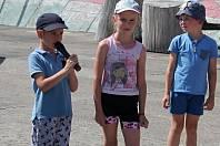 Děti v Olešné podnikly se svými rodiči cyklovýlet, poté předvedly tanečně hudební vystoupení.