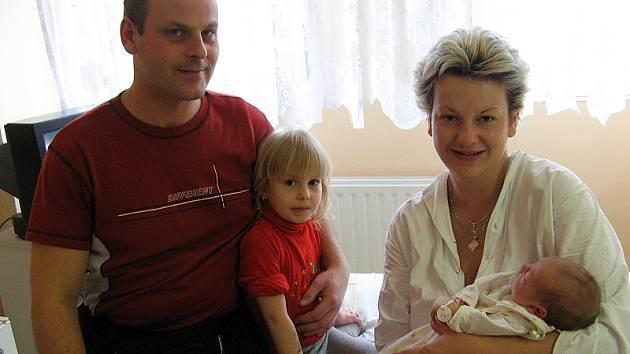 Jakub Brngál z Rakovníka se v rakovnické nemocnici narodil 16. ledna 2008 v 5:45. Clapeček po narození vážil 3?6 kilogramu a měřil 48 centimetrů.