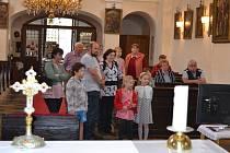 Součástí Nocí kostelů byla i komentovaná prohlídka o historii.