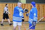 V rakovnické sportovní hale se uskutečnil druhý ročník charitativní akce Retro hokejbal pomáhá. Hokejbalisté a sponzoři vybrali dohromady přes 42 tisíc korun, které byly rozděleny čtyřem organizacím.