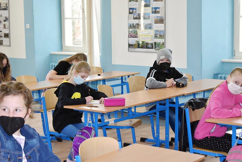 Na Gymnáziu Zikmunda Wintra v Rakovníku se konaly přijímací zkoušky. Po deváťácích, kteří je absolvovali v pondělí a úterý, přišli na řadu páťáci.
