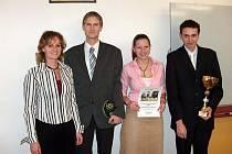 Vítězné družstvo s profesorkou Milenou Hůlovou.