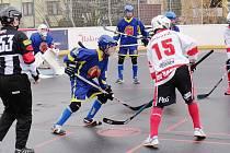 Z hokejbalového utkání mladších dorostenců Rakovník - Nové Strašecí (7:1)