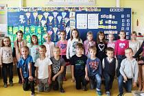 Žáci 1.D ZŠ a MŠ J. A. Komenského v Novém Strašecí s třídní učitelkou Danou Thumovou.