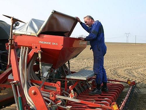 Setí jarního ječmene v Družstvu vlastníků Agro Malinová