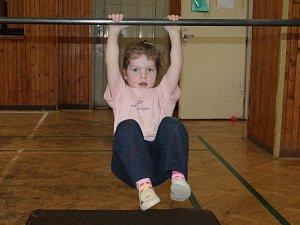Cvičení rodičů s dětmi v rakovnické sokolovně