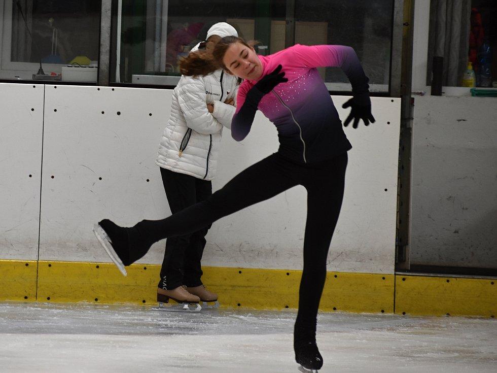 Krasobruslařky a krasobruslaři z Kraso HC Rakovník mohou trénovat na ledové ploše celé léto.