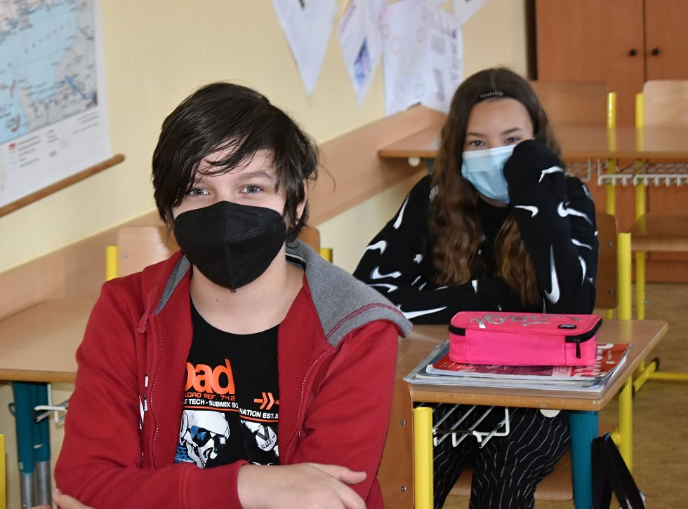 Třída 6. A 1. základní školy v Rakovníku při hodině angličtiny.