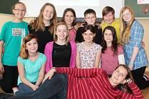 Děti, které také dívku adoptovaly