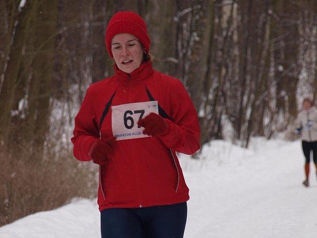Krušovická Lucie Růžková na sněhu při závodě v Kladně-Dubí.