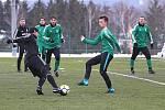 Divizní fotbalisté Tatranu Rakovník (v zeleném) vyhráli v přípravném utkání nad celkem Dobříše jasně 5:2.