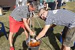 Ze soutěže ve vaření kotlíkového guláše v Novém Strašecí.