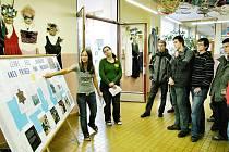 Výstava o zmizelých lidech během 2.světové války se setkala s ohlasem i u středoškoláků z MOA Rakovník.