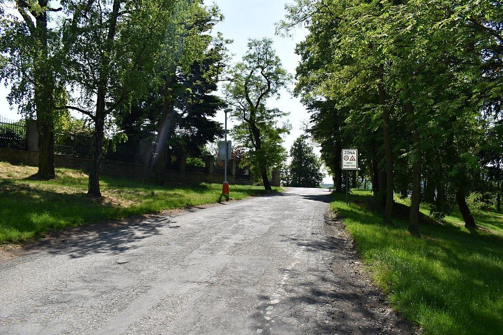 Ulice Na Spravedlnosti v Rakovníku bude mít nový chodník, který bude nasvícen.