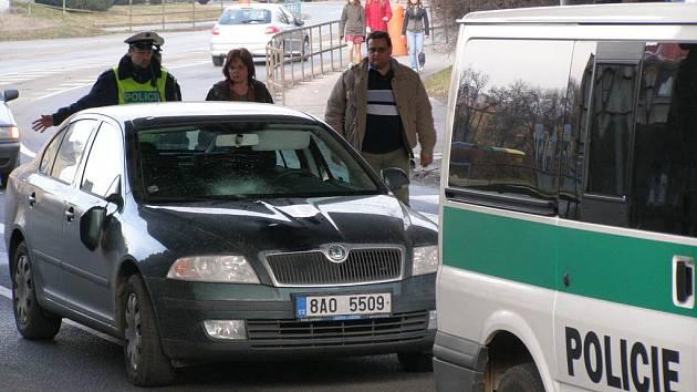 Chodce trefilo vozidlo přímo na přechodu.