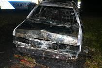 Požár osobního automobilu na komunikaci mezi Rakovníkem a Kněževsí.