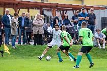 V rámci projektu Kopeme za fotbal se představil na hřišti v Roztokách u Křivoklátu tým hvězd Real TOP Praha.