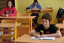V pondělí se žáci prvního stupně opět vrátili do škol. V té čistecké jich bylo celkem čtrnáct.