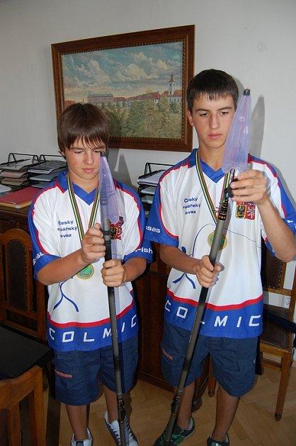 Sourozenci Ondřej (vlevo) a Roman (vpravo).