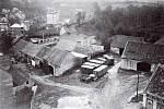 V ulici Jamka se ještě v šedesátých letech 20. století nacházela řada zděných stodol.