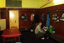 Šatny i sociální zázemí na Zimním stadionu v Rakovníku byly vybudovány v osmdesátých letech. Od té doby se změnily jen minimálně.