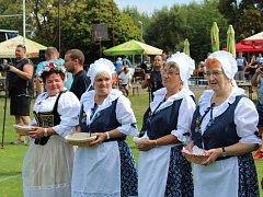 Do zápasu nastoupila řada místních legend, sportovní i kulturní osobnosti.