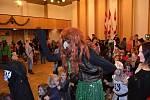 V Novostrašeckém kulturním centru se uskutečnil Strašidelný bál s Bárou Ladrovou a Myšákem Edou.