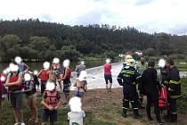 Záchrana ženy a dítěte na jezu Čilá