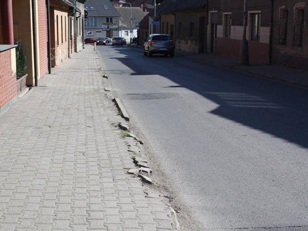 Současný stav Karlovarské ulice v Novém Strašecí