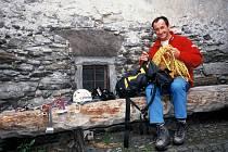 NEJČASTĚJI PŘEDNÁŠEJÍCÍ cestovatel Mirek Lukeš žije od roku 1973 ve Švýcarsku.