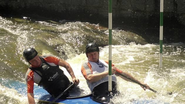 Začátkem června už tradičně vždy ožije nejen umělý vodní kanál, ale celý roztocký areál Kanoistického klubu Rakovník, který i letos uspořádal oblíbené Křivoklátské slalomy společně s III- ročníkem Českého poháru veteránů.