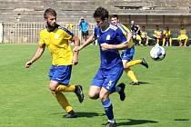 SK Rakovník (ve žlutém) uhrál doma cennou remízu 0:0 s druholigovým Vyšehradem..