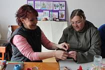 Ženy z Kolešovského Babince vyzdobily náves a připravily velikonoční hru pro děti