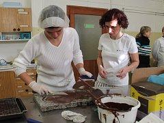 Kurz výroby čokoládových bonbonů v ISŠ Jesenice