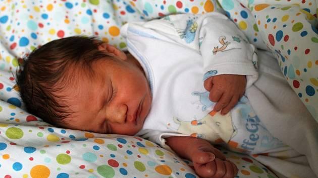 VIKTOR FEFRČÍK, HEŘMANOV. Narodil se 22. prosince 2019. Po porodu vážil 2,80 kg a měřil 46 cm. Rodiče jsou Zuzana a Petr, sourozenci Adam 1, Adam 2, Anna a Petr.