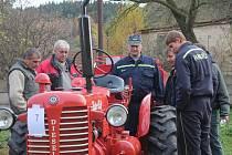 Výstava hasičské techniky ve Hředlích