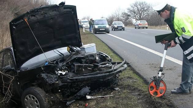 Nafta na silnici překvapila další dva řidiče.