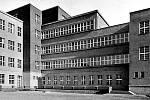 Masarykova obchodní akademie ve třicátých letech minulého století. Autorem stavby je F. A. Libra.
