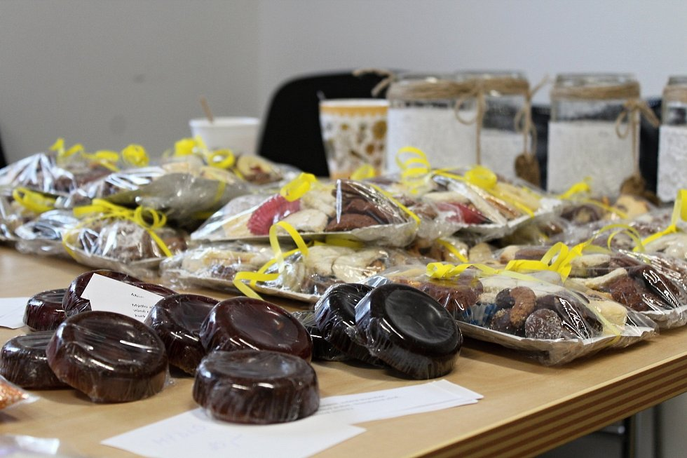 Výtěžek z prodeje výrobků na jarmarku přinesl organizaci Kačenka dětem krásných 13 495 korun.