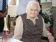 Marie Skleničková ze Sýkořice, nyní v Domově seniorů v Novém Strašecí, oslavila sté narozeniny
